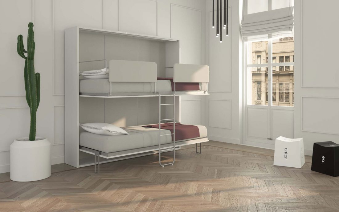 Il letto a castello a scomparsa aperto con scaletta e comodi materassi