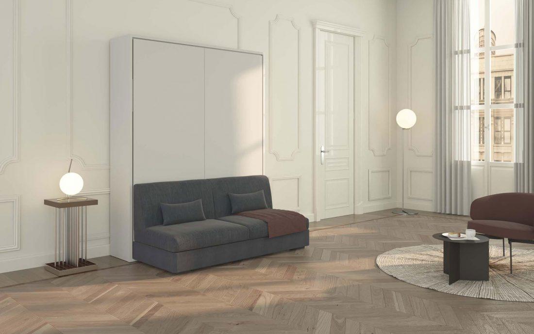 Il letto matrimoniale a scomparsa Piuma Sofa 160 con divano in versione senza braccioli libera gli ingombri laterali