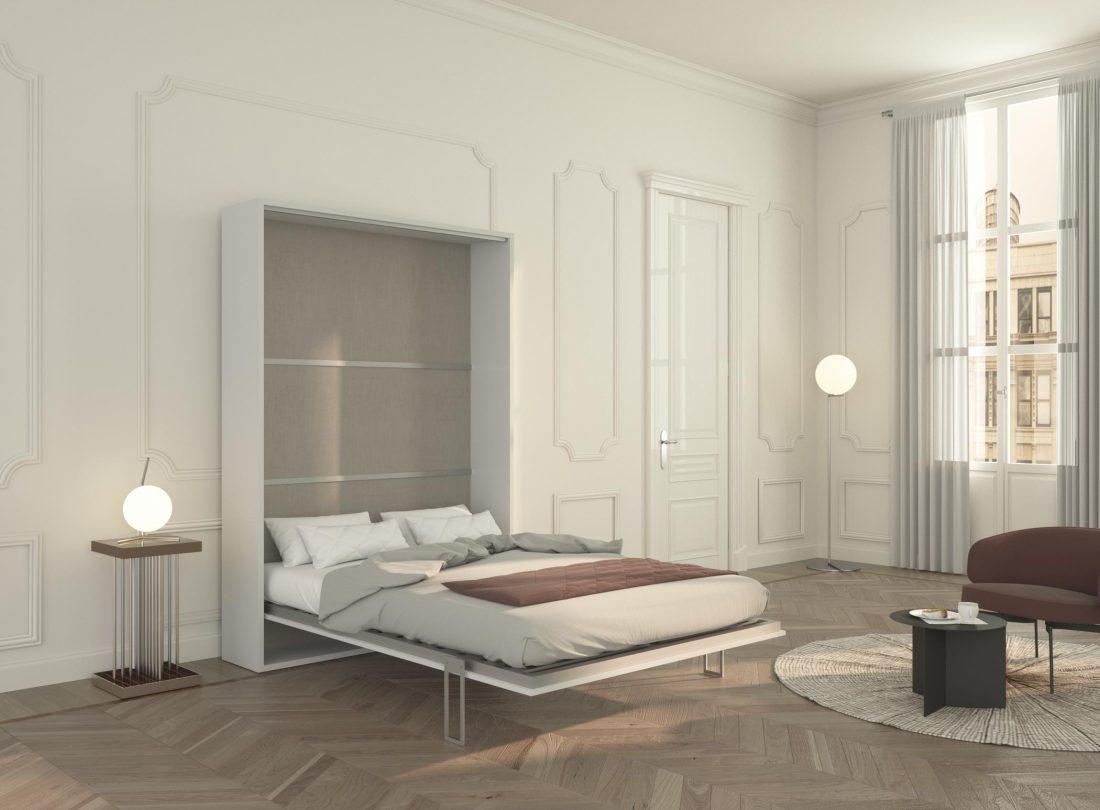Mobile letto alla francese aperto con materasso alto e coperte già pronte