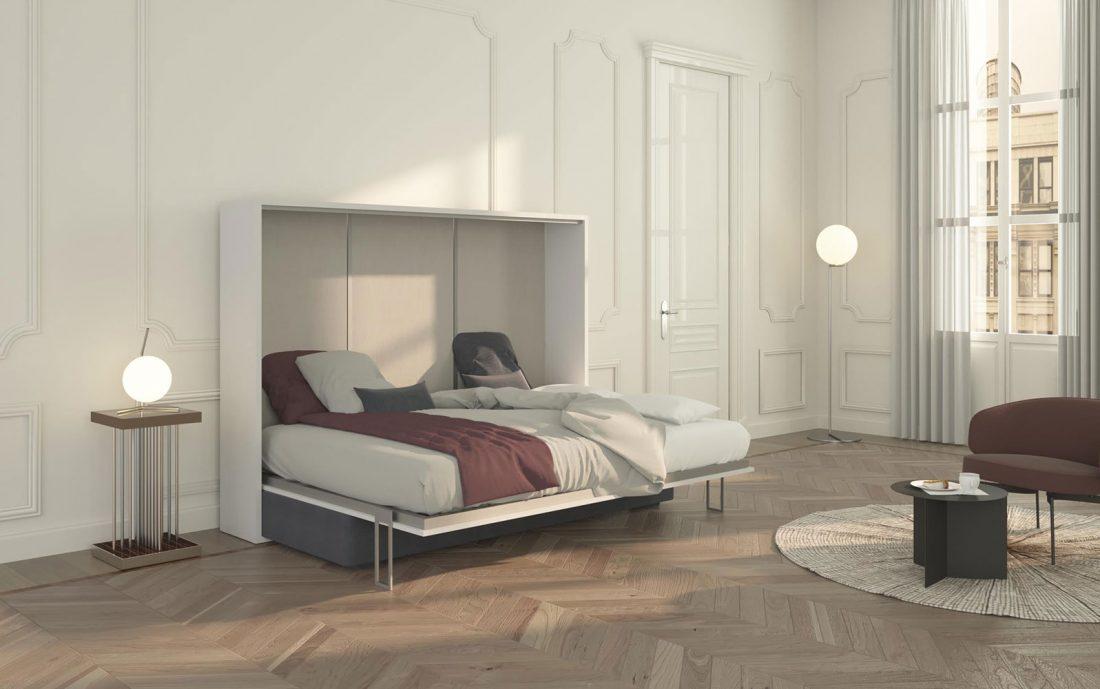 Il letto due piazze a scomparsa aperto nasconde un comodo materasso alto fino a 24 cm