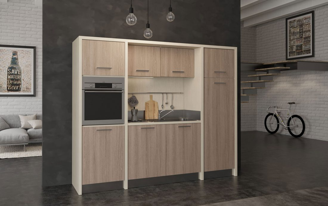Langhe è una cucina di facile installazione con granfe frigorifero e forno