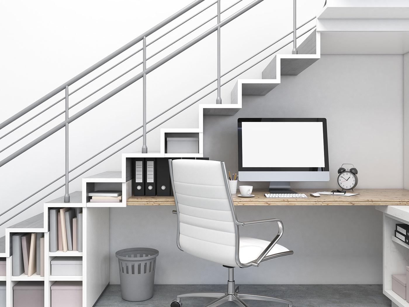 Angolo studio con computer - Come sfruttare un sottoscala